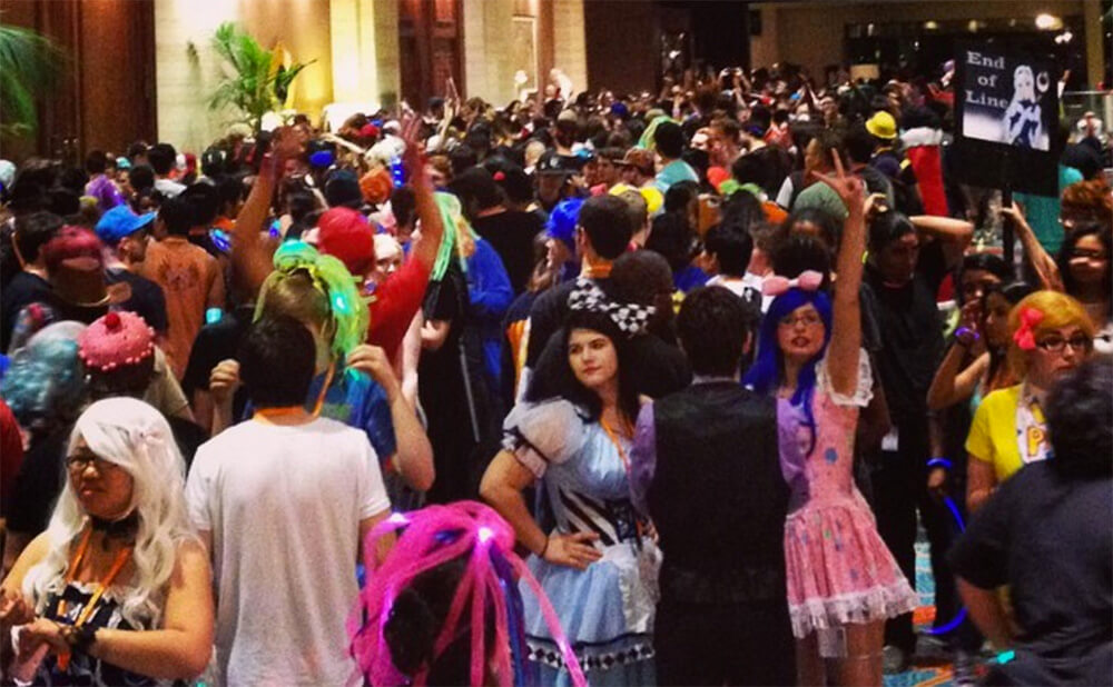 Ultimate Convention Guide: Crowds at A-Kon