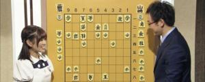 Karin Ito teaches shogi