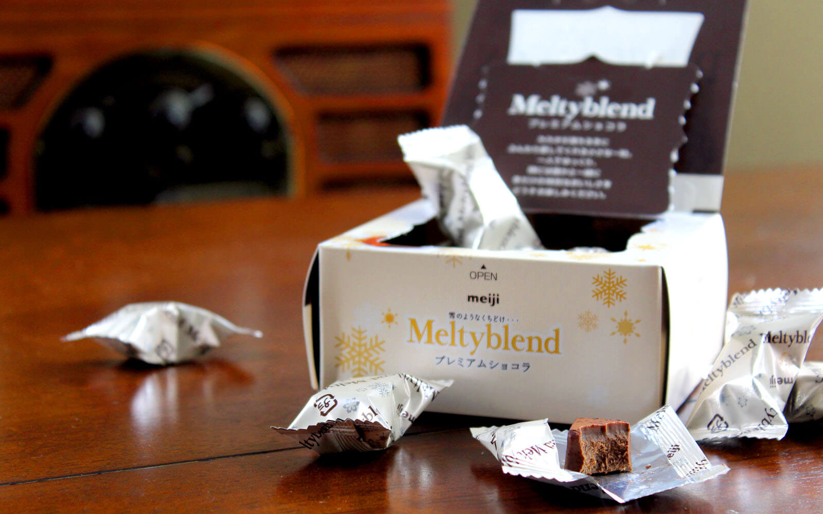 Yatta-Tachi Unboxes: Anime Bento Meiji Meltyblend Chocolate Premium Chocolate - 2016 Winter Limited Edition
